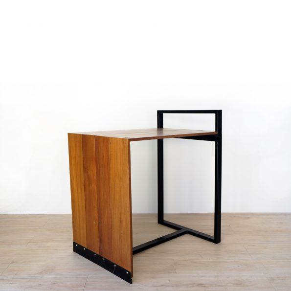 โต๊ะไม้ขาเหล็ก เฟอร์นิเจอร์ลอฟท์ เฟอร์นิเจอร์ร้านกาแฟ เฟอร์นิเจอร์หัวหิน